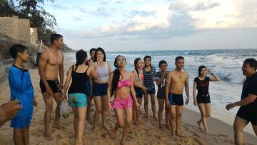 Trò chơi chuyền táo_Bãi biển Mũi né